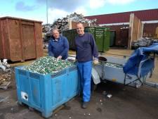Twee kuub kroonkurken gedoneerd voor rolstoelbus van Sven (5)