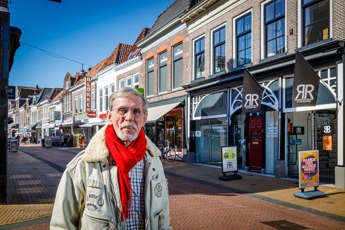 Frank Bronts van City Shops Vastgoed, voor het eerste pand (rechts) in Steenwijk dat hij aankocht om te verhuren.