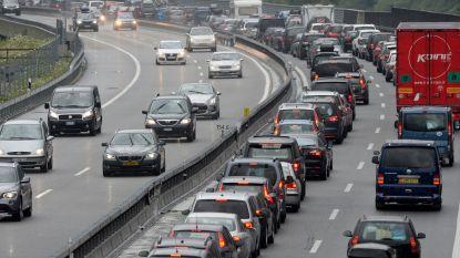 Tachtig Vlaamse leerlingen moeten nacht in bus doorbrengen door hevige sneeuw aan Gotthardtunnel
