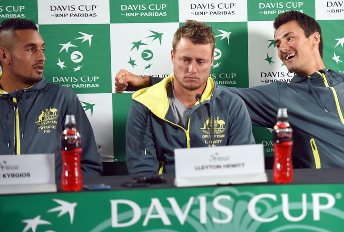 September 2016: Bernard Tomic (r) dolt met Nick Kyrgios, tijdens een persconferentie met Davis Cup captain Lleyton Hewitt (m).