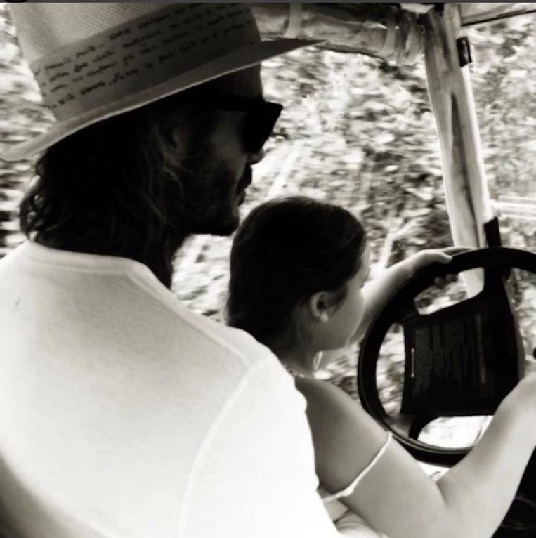 David zette Harper op z'n schoot en liet haar met de wagen rijden