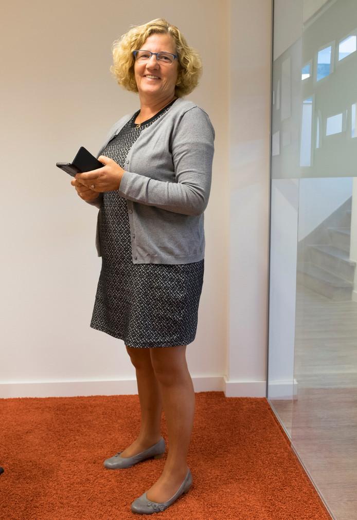 Veronique De Tier is voorzitter van de Stichting Nederlandse Dialecten en adviseur streektalen van Stichting Cultureel Erfgoed Zeeland.