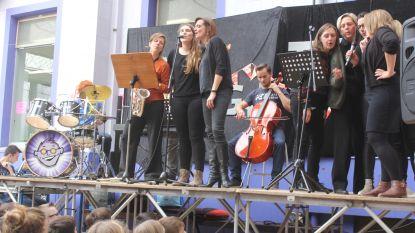 DvM-leerkrachten tonen zangtalent voor Rode Neuzendag