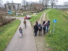 Wat moet er gebeuren met de nieuwe dijk in Zwolle? Holtenbroekers weten het wel...