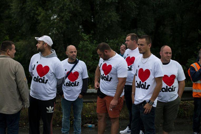 'J'adore Calais', inwoners van Calais protesteren op de snelweg. Beeld Bart Koetsier