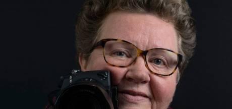 Gina Heynze fotografeert zeventigplussers uit Zeeuws-Vlaanderen: 'Elke senior verdient een mooie foto'
