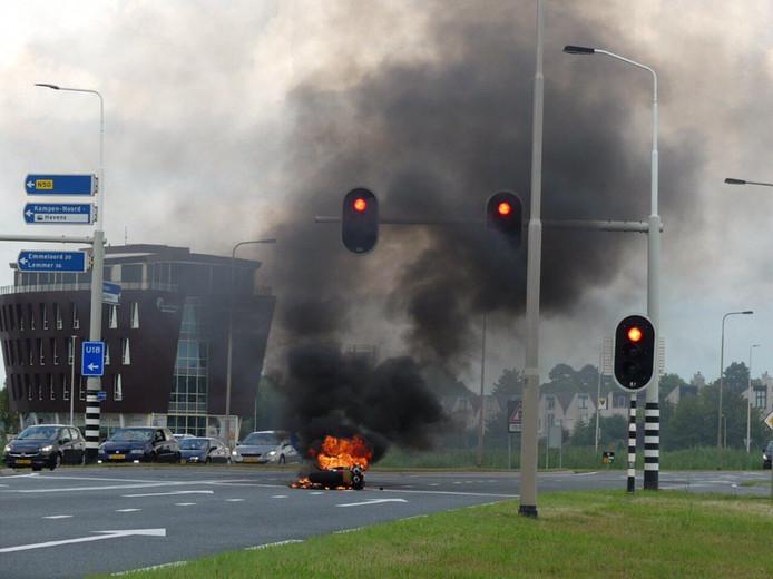 De brand vond plaats op de kruising van de N307 met de afrit N50 vanaf Zwolle