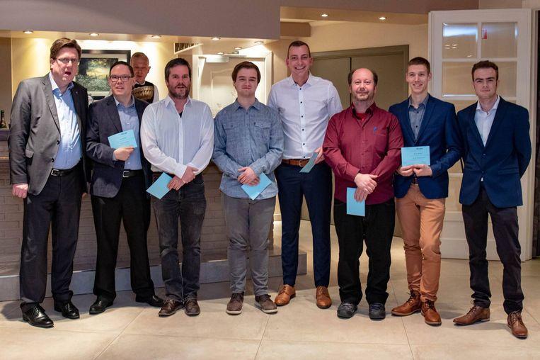 De brevetten zweven werden uitgereikt door Schepen Wim Bergé (foto: Mattijs Cuppens)