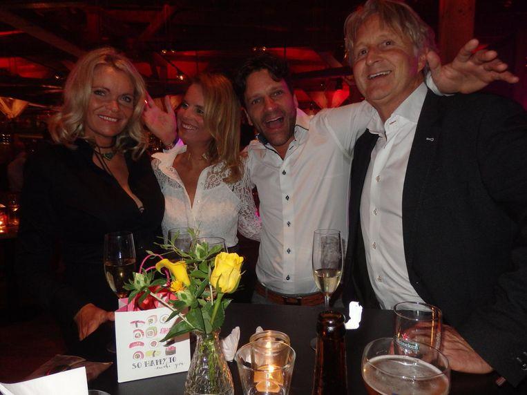 Petra Heins (Ten Broeke: 'Zij is Sharon Stone!'), schrijfster Natasja ten Broeke, Gerben de Man (UWBS Financial Services) en IT-director Sjirk-Jan Heins Beeld Hans van der Beek