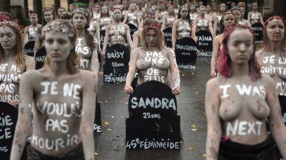 Activisten Femen protesteren naakt op Frans kerkhof tegen vrouwengeweld
