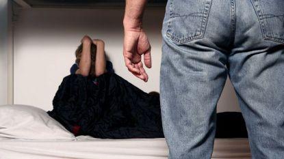 Meisje (14) aangerand door man die haar wou troosten na eerdere verkrachting