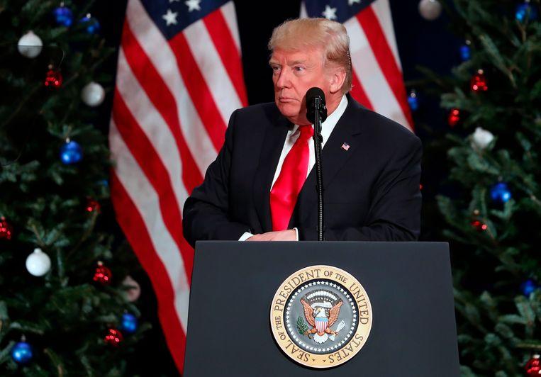 Volgens de co-auteur van Trumps memoires zijn de medewerkers van het Witte Huis doodsbenauwd dat de geesteszieke president over de schreef gaat.