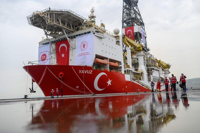 De Yavuz in de haven van Dilovasi bij Istanbul, vlak voor vertrek naar Cyprus. Het Turkse schip arriveerde maandag 8 juli bij het schiereiland Karpasia voor boorwerkzaamheden. Beeld Foto AFP