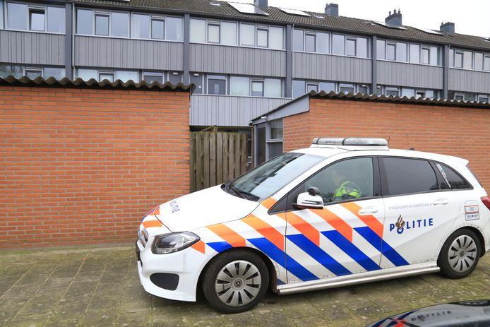 Onderzoek in Helmond, nadat een man naakt en bebloed werd aangetroffen. Niet veel later is hij overleden.