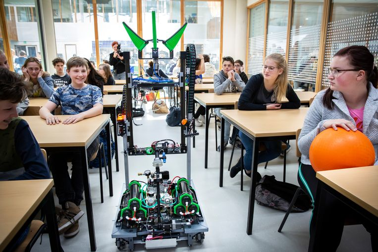 Robotdocent Wubbo is ontwikkeld aan de Fontys Hogeschool. Beeld Maikel Samuels