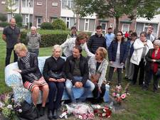 Mien-bankje onthuld in Helmond-Oost: 'Als teken dat we geweld afwijzen'