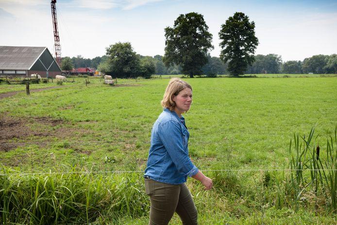 Agrariër Karin Schukkink pacht grond van de gemeente Enschede en mag daardoor het bestrijdingsmiddel Roundup niet gebruiken op deze gronden.
