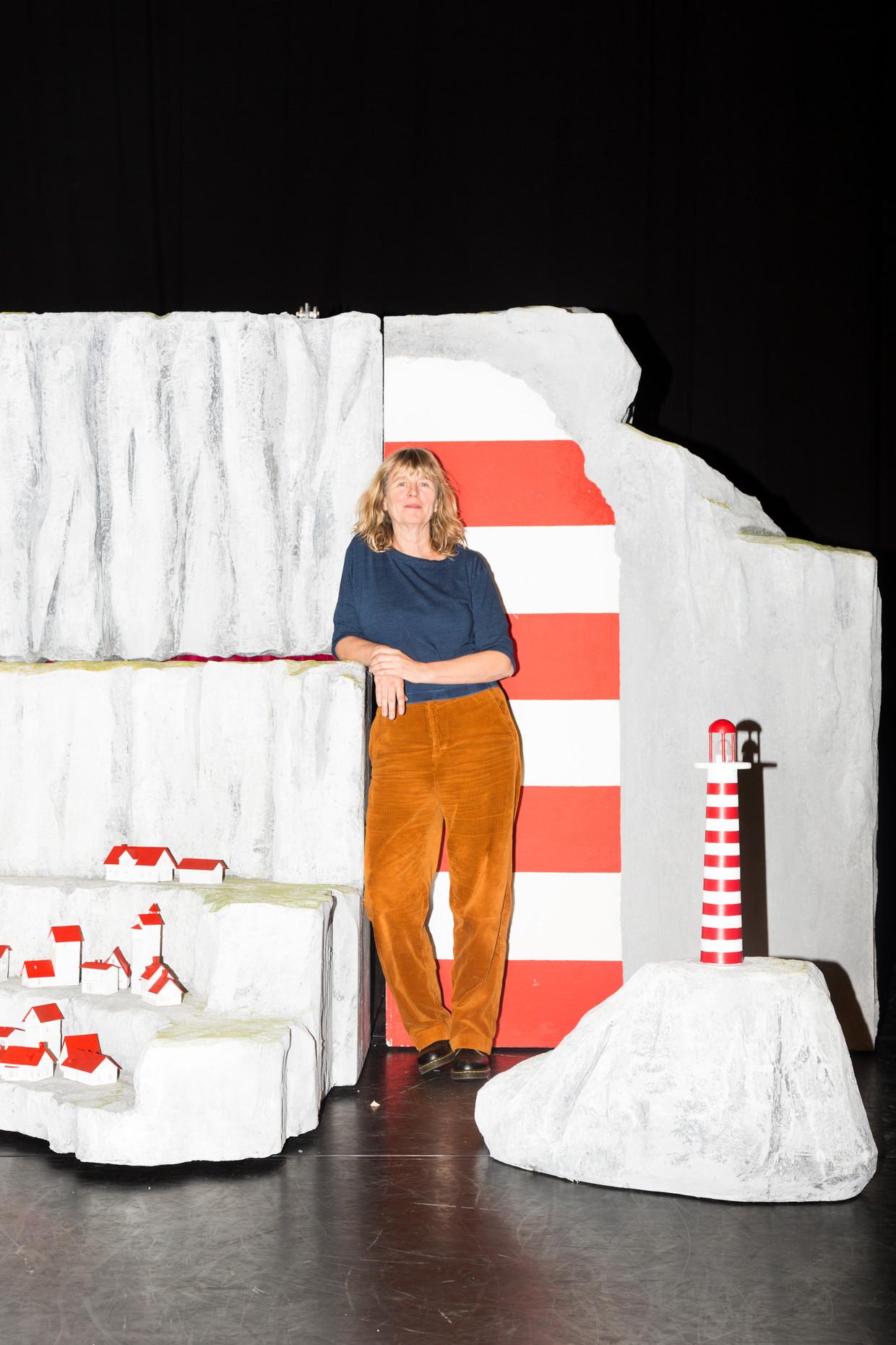 Theaterdecor van Lampje met ontwerper Sanne Danz in het Maastheater.