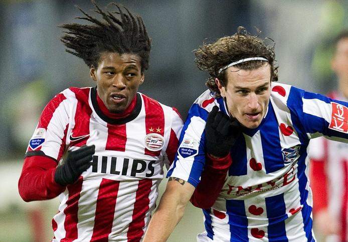Janmaat (rechts) in duel met oud-Feyenoorder Wijnaldum.