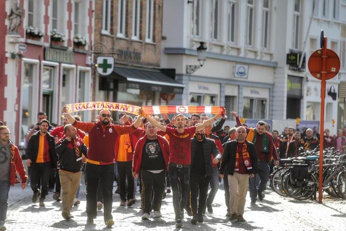 Turkse fans maken Brugse binnenstad onveilig