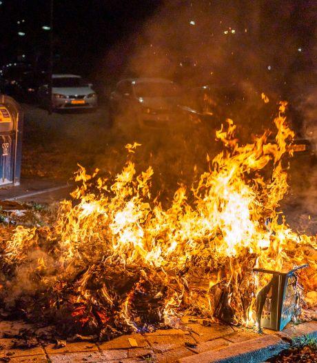 Stapel papier in vuur en vlam in Oosterhout, mogelijk aangestoken