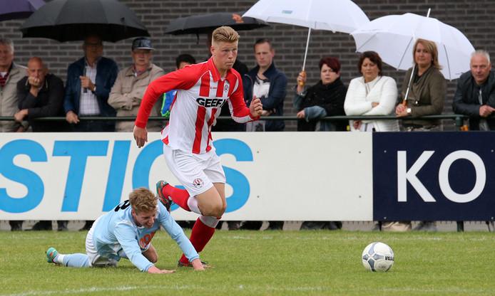 Gijs Haksvoort (liggend) is de tweede speler van derdeklasser Gendringen die de club verruilt voor hoofdklasser Silvolde.