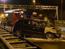 Auto in lichterlaaie na ongeval A12 Zevenhuizen