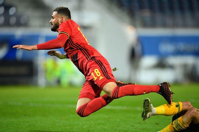 Ahmed Touba wordt neergelegd. Het levert Jong België een strafschop op tegen Jong Wales.