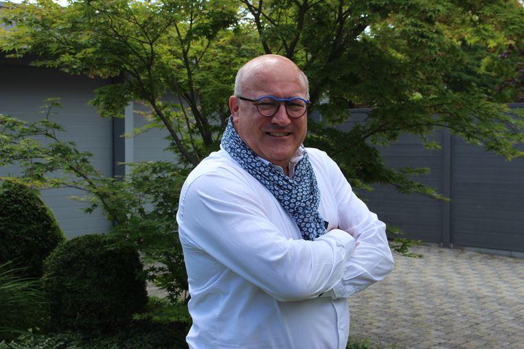 Zes jaar lang was hij schepen, twaalf jaar burgemeester en nog eens zes jaar gedeputeerde bij de provincie, maar Carl Vereecke (56) uit Kuurne hangt zijn politieke jas aan de haak.