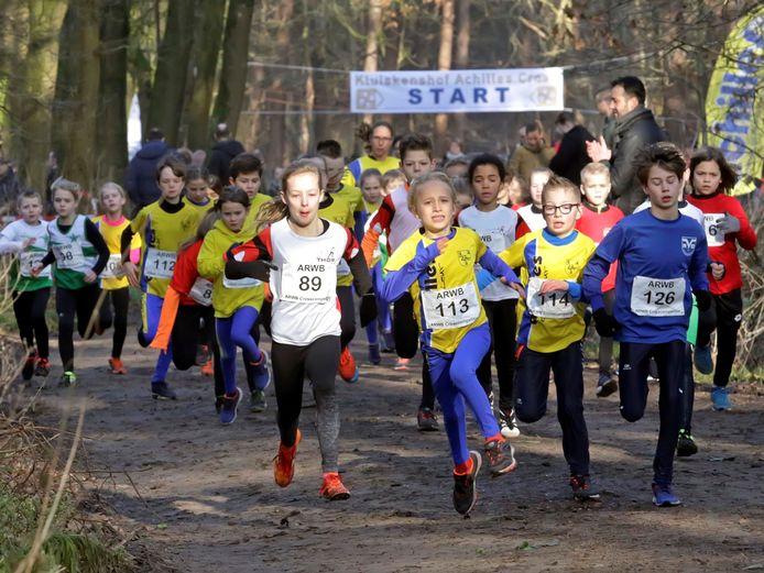 C-pupillen in actie tijdens de Achilles Cross in januari van dit jaar. Ook die atletiekvereniging in Etten-Leur moest in maart alle activiteiten stilleggen. Deze week worden de eerste trainingen voor de jeugd weer opgestart.
