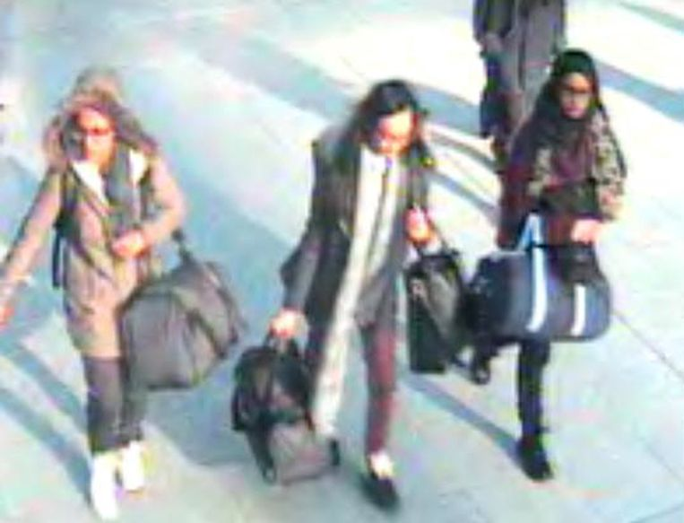 Amira Abase, Kadiza Sultana and Shamima Begum op Gatwick bij hun vlucht naar Syrië.