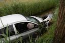 Auto in de sloot in Waalwijk
