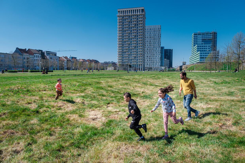 Park Spoor Noord in Antwerpen, een van de plekken in de stad waar er groen en ruimte is. Die zijn nodig  voor zowel mogelijke lockdowns als de klimaatopwarming, volgens de experts.