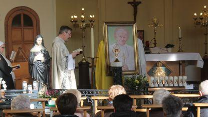 Bloedrelikwie paus Johannes Paulus II aangekomen in Halle