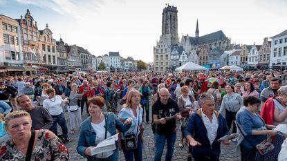 Maneblussers zingen zich schor op Vlaamse Feestdag