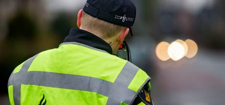 Hardrijder scheurt door Nijverdal: rijbewijs afgepakt