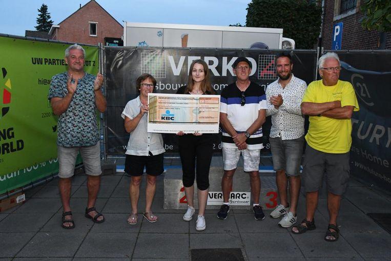 Tremeloop schenkt 1000 euro aan het goede doel