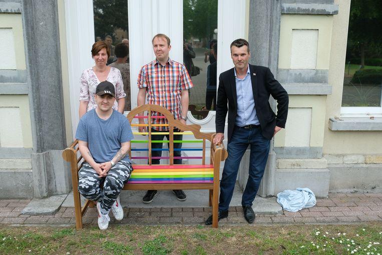 Directrice Nele Van Broekhoven, samen met Kristof Lauwers, Dirk Rollenberg en Malik Nauwelaers (zittend) van Regenboog Niel.