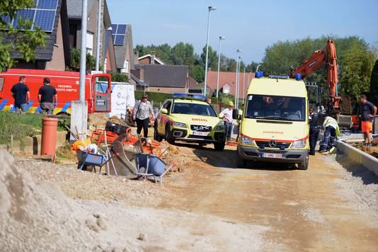 De brandweer, de MUG en de ambulance arriveren in de Kerkweg.
