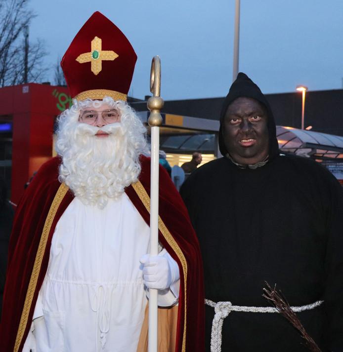Sankt Nikolaus met Ruprecht, de figuur die de Goedheiligman in Duitsland bijstaat.