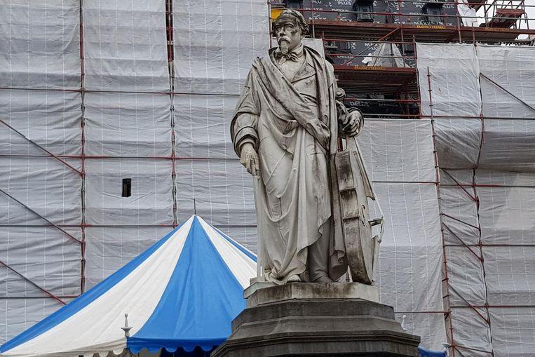 Het standbeeld van Servais op de Grote Markt.
