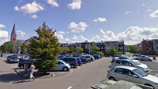 Het plein in De Lier waar het slachtoffer werd mishandeld.