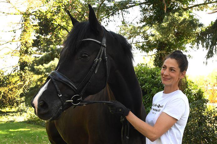 De gevolgen van het coronavirus zijn fors in de paardensport. Ook voor Hanneke Ariëns, hier samen met haar paard Exclusive.