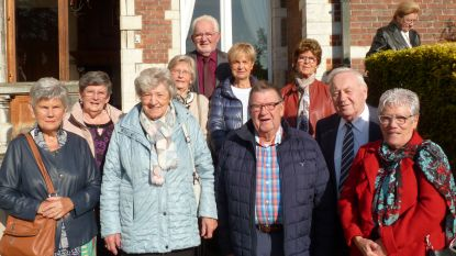 80-jarigen krijgen ontvangst in kasteel Blauwendael