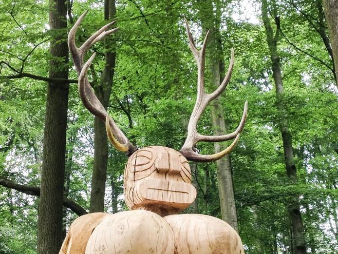 Het illegale beeld 'Nature' van de Arnhemse kunstenaar E. Pietersen.