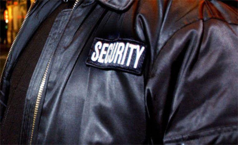 Op of naast de deur van uitgaansgelegenheden moet een bord komen met de tekst: 'Geweigerd? Sms 'klacht 020' naar 3669.' Beeld