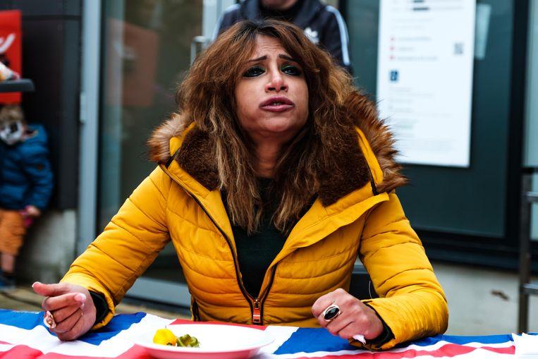 Chilifest: Johnny Scoville uit de VS neemt het op tegen Shahina Waseem, the UK Chili Queen.