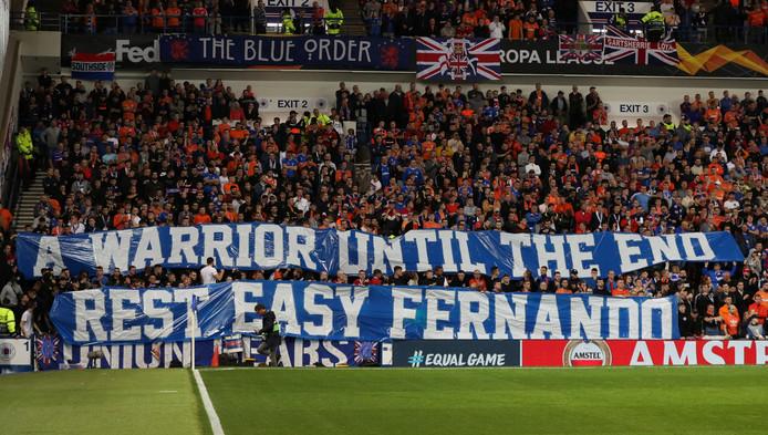 Een mooie boodschap van de Rangers-fans voor hun oud-speler: 'A warrior until the end, rest easy Fernando'.