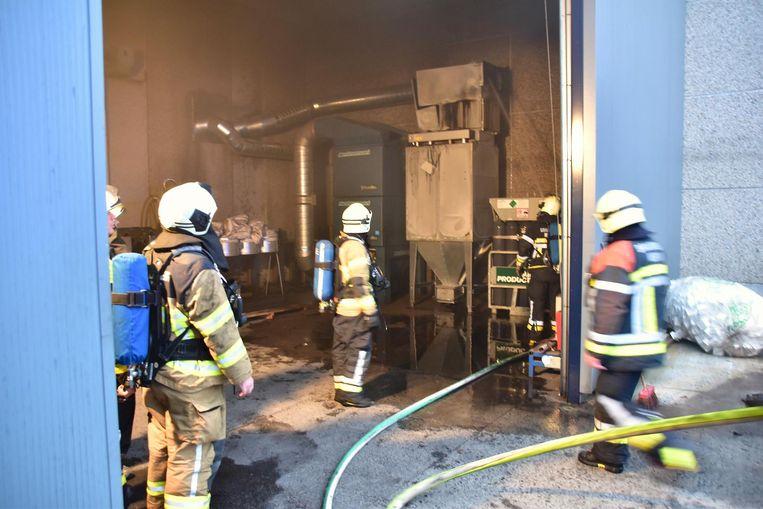 De brandweer had het vuur aan de afzuiginstallatie snel onder controle.