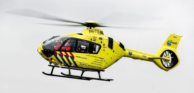 Het jongetje is in zorgwekkende toestand per traumahelikopter naar het Erasmusziekenhuis in Rotterdam gebracht.